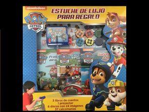 CINE EN CASA PAW PATROL. ESTUCHE DE LUJO PARA REGALO (INCLUYE 3 LIBROS DE CUENTOS 1 PROYECTOR 6 DISCOS CON 24 IMAGENES Y 37 CALCOMANIAS) / PD.