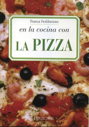 En la cocina con la pizza